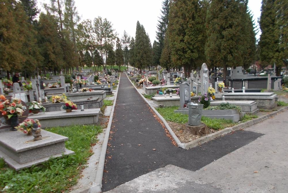 wyremontowana-alejka-cmentarz-centralny-1