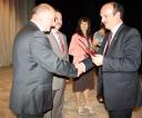 zast_pca-burmistrza-sanoka-marian-kurasz-odbiera-nagrod_-za-iii-miejsce-za-realizacj_-programu-wojew_dzkich-igrzysk