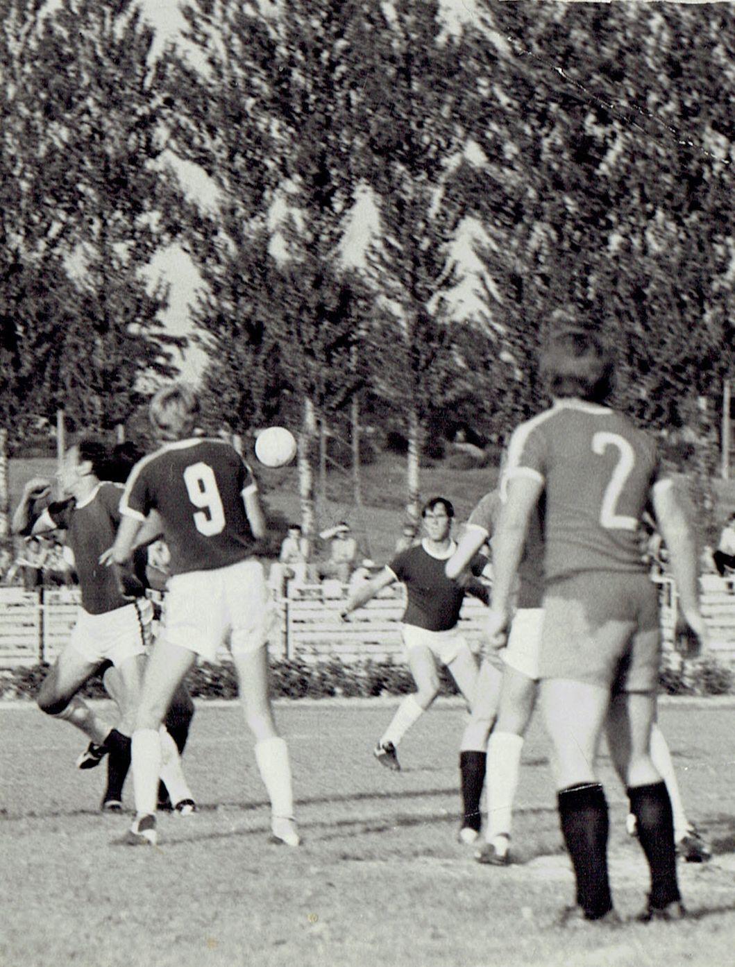Rosły napastnik (na dalszym planie) reprezentował klub z Sanoka przez 15 sezonów. foto: archiwum prywatne