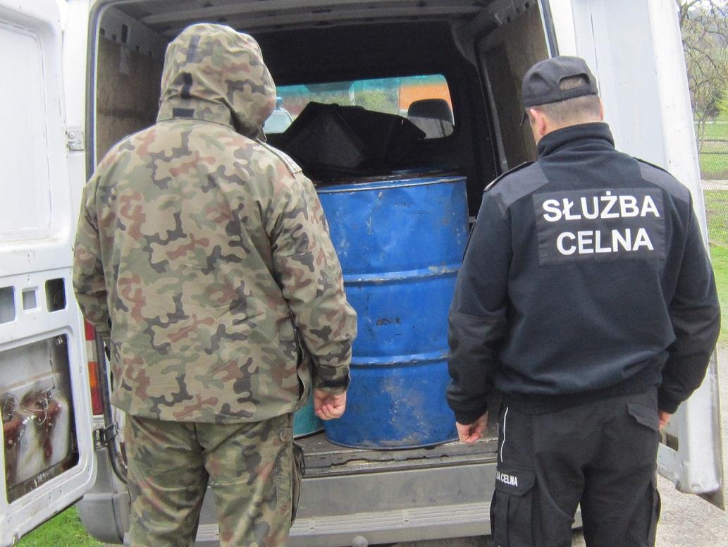 Funkcjonariusze ujawnili łącznie 2 tys litrów oleju napędowego