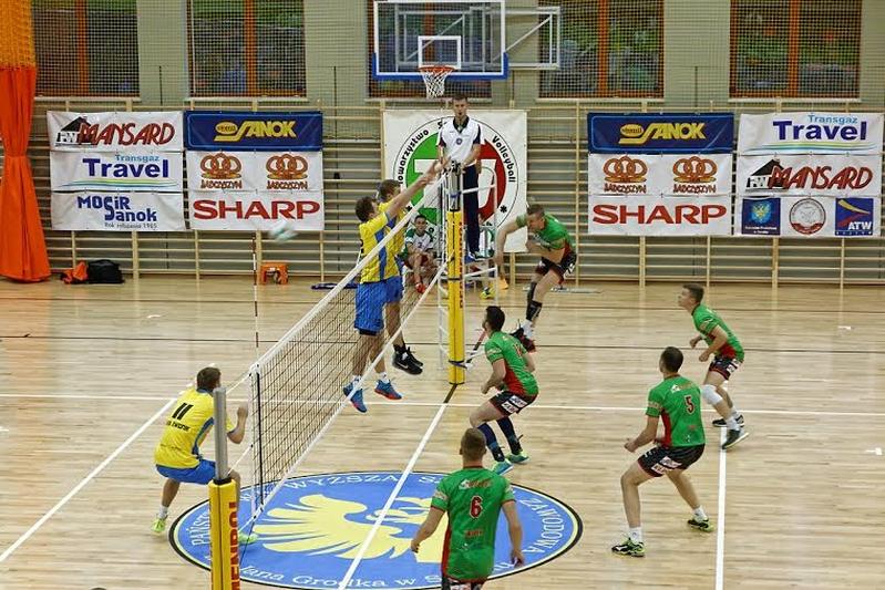 W tym sezonie siatkarze seniorów TSV TransGaz-Travel Sanok walczą o awans do I ligi. To z pewnością przyczyni się do jeszcze większej popularności tej dyscypliny sportu