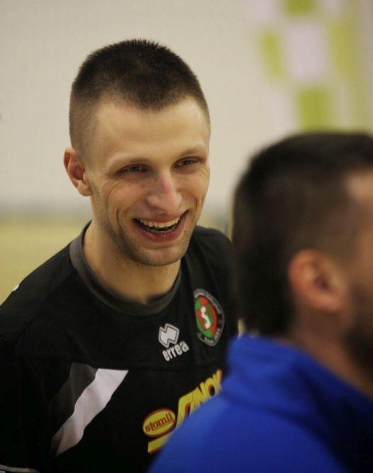 Tomasz Kusior pierwsze kroki w siatkówce stawiał właśnie w Sanockiej Lidze Siatkówki. Dziś to jedna z czołowych postaci drużyny TSV Sanok.