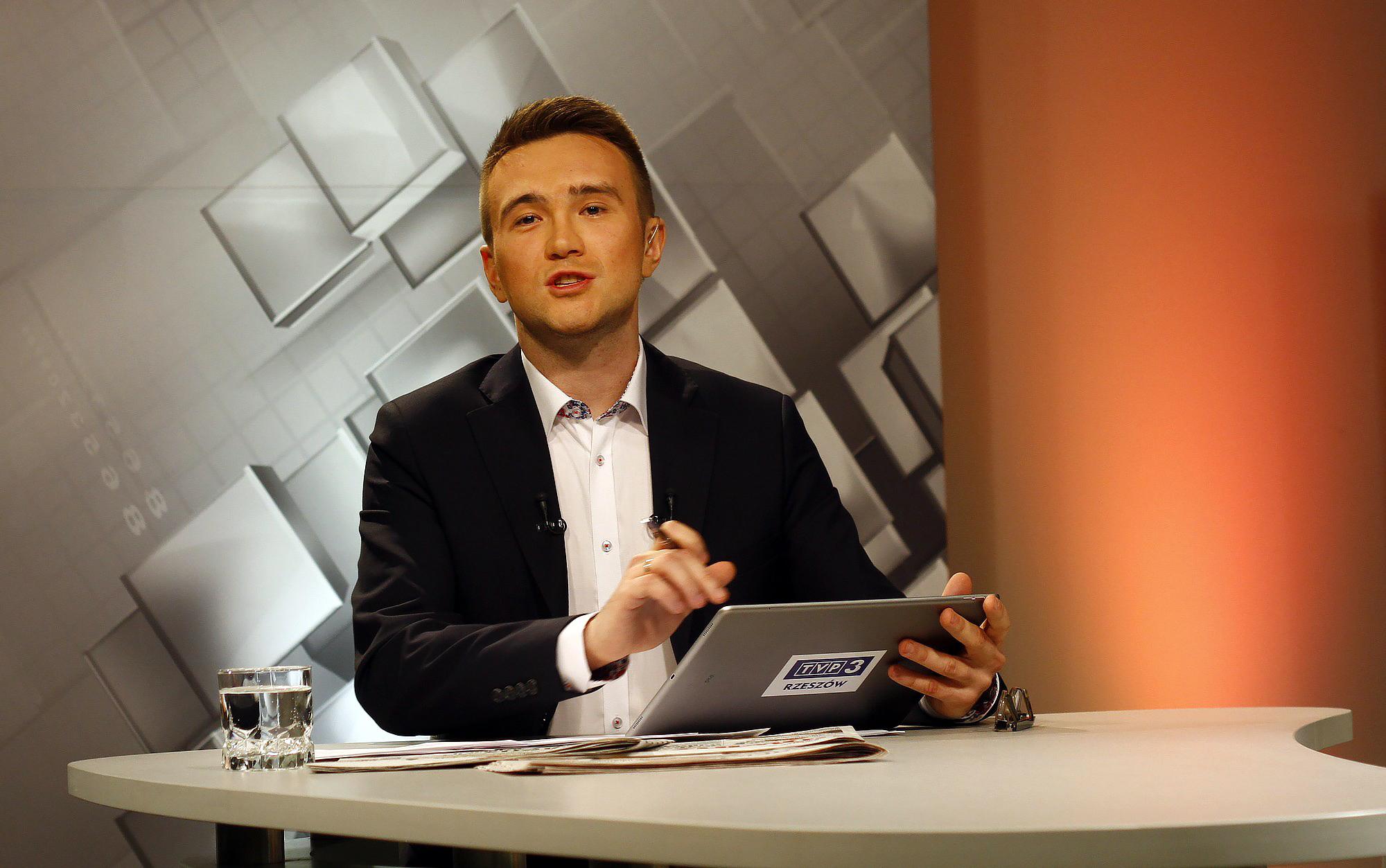 Adam Bienias prezenter programów informacyjnych