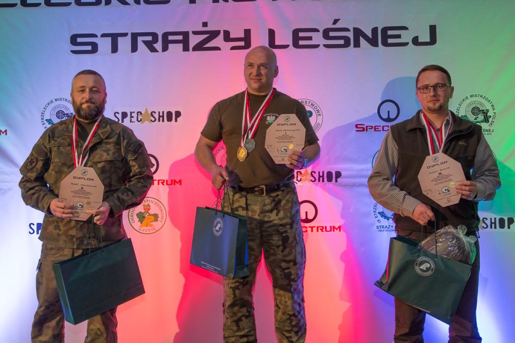 DR.0620.118.2016 2  Pierwszy z prawej Hubert Balicki, z Nadl. Jarosław