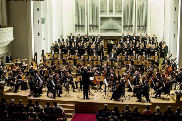 Orkiestra i chór Filharmonii Śląskiej pod dyrekcją Mirosława J. Błaszczyka
