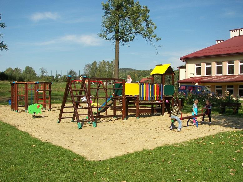 Plac zabaw w Falejowce