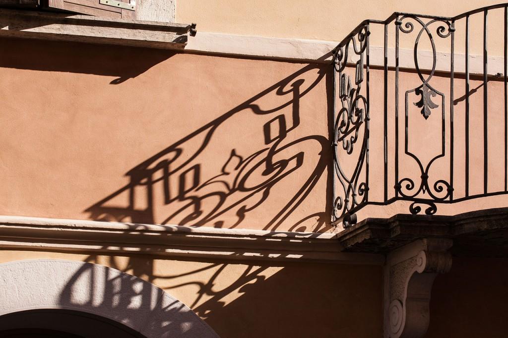 balcony-354922_1280