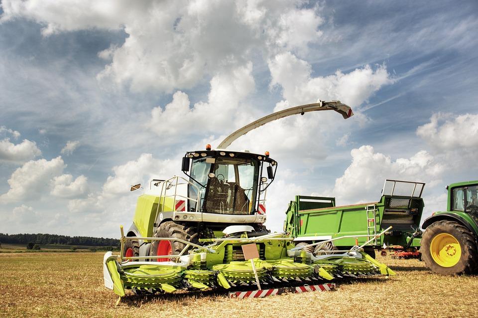 combine-harvester-2138997_960_720