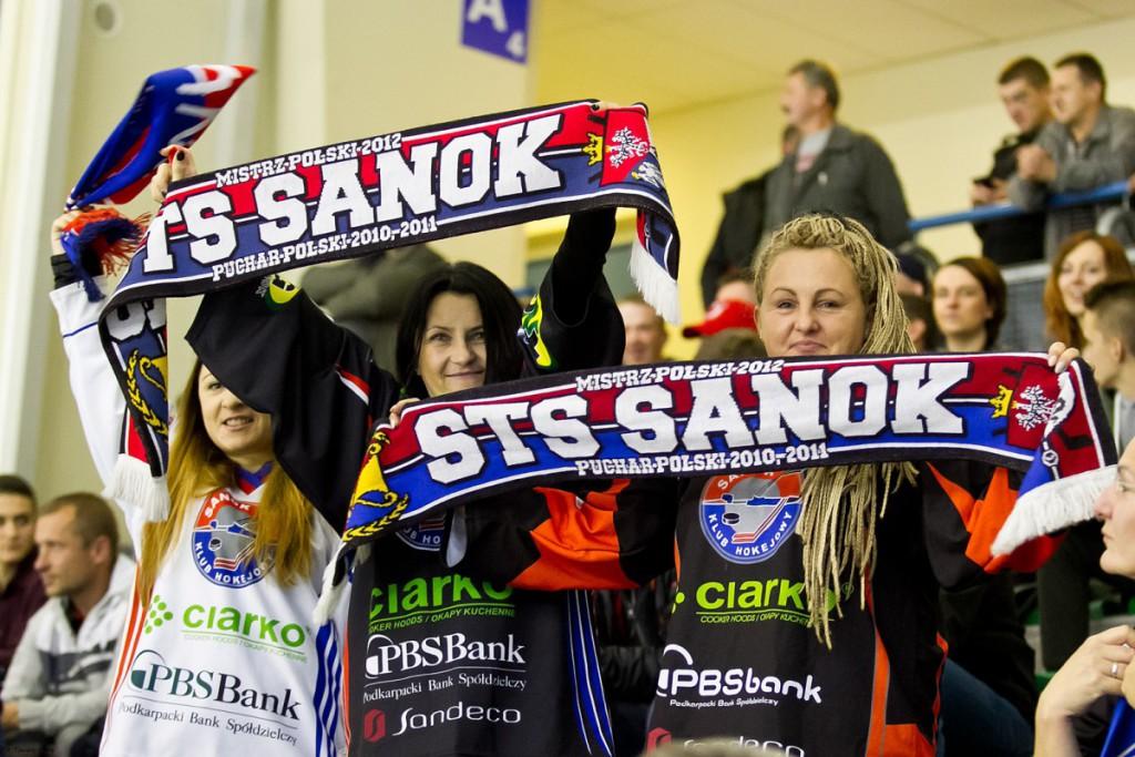 W październiku w Sanoku zostaną rozegrane jeszcze 2 inne mecze seniorów. 14 października zagramy z MHK Martin. A 28 podejmiemy HK Brezno.