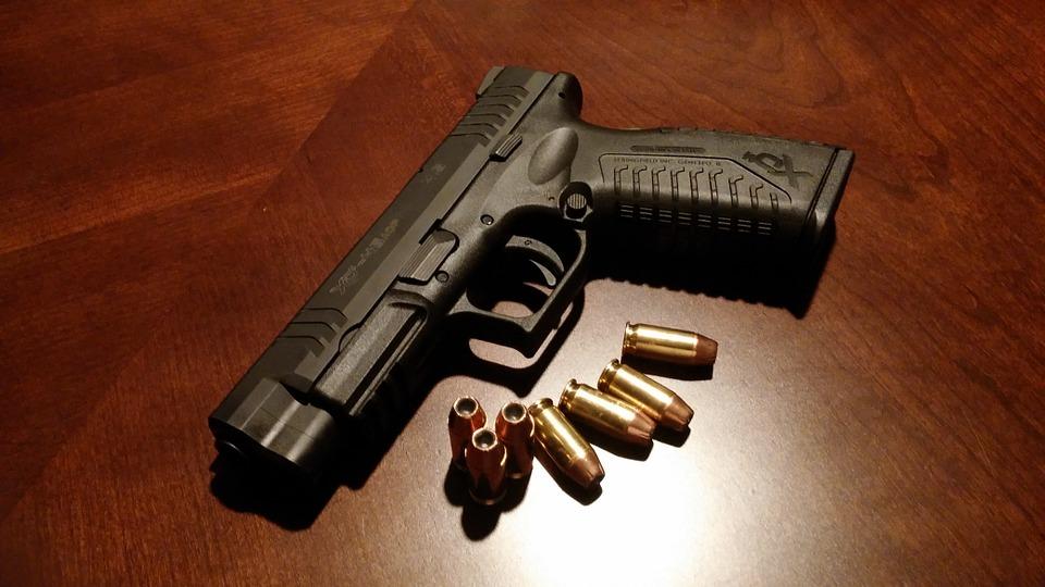 handgun-231696_960_720