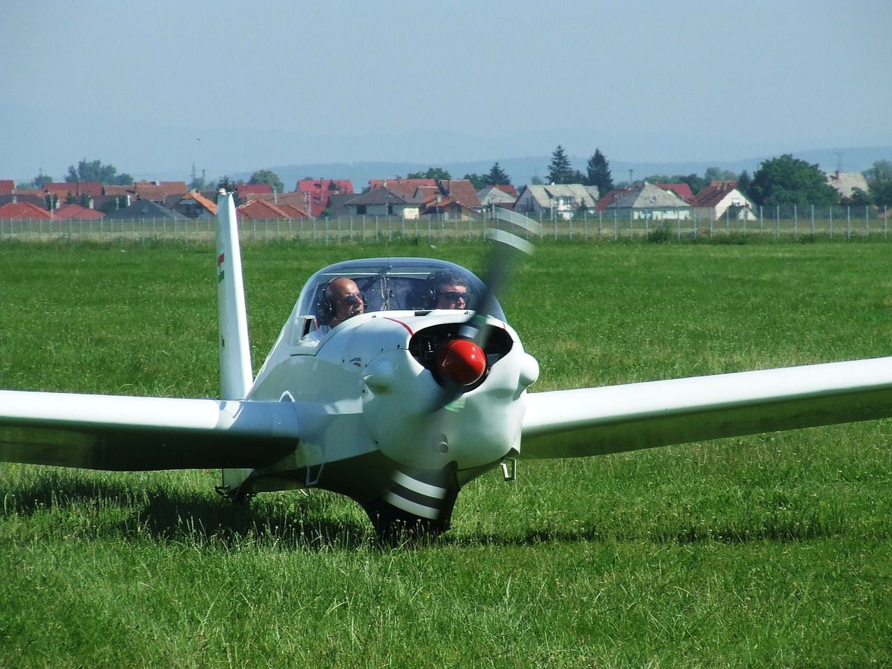 light-aircraft-344137_1280