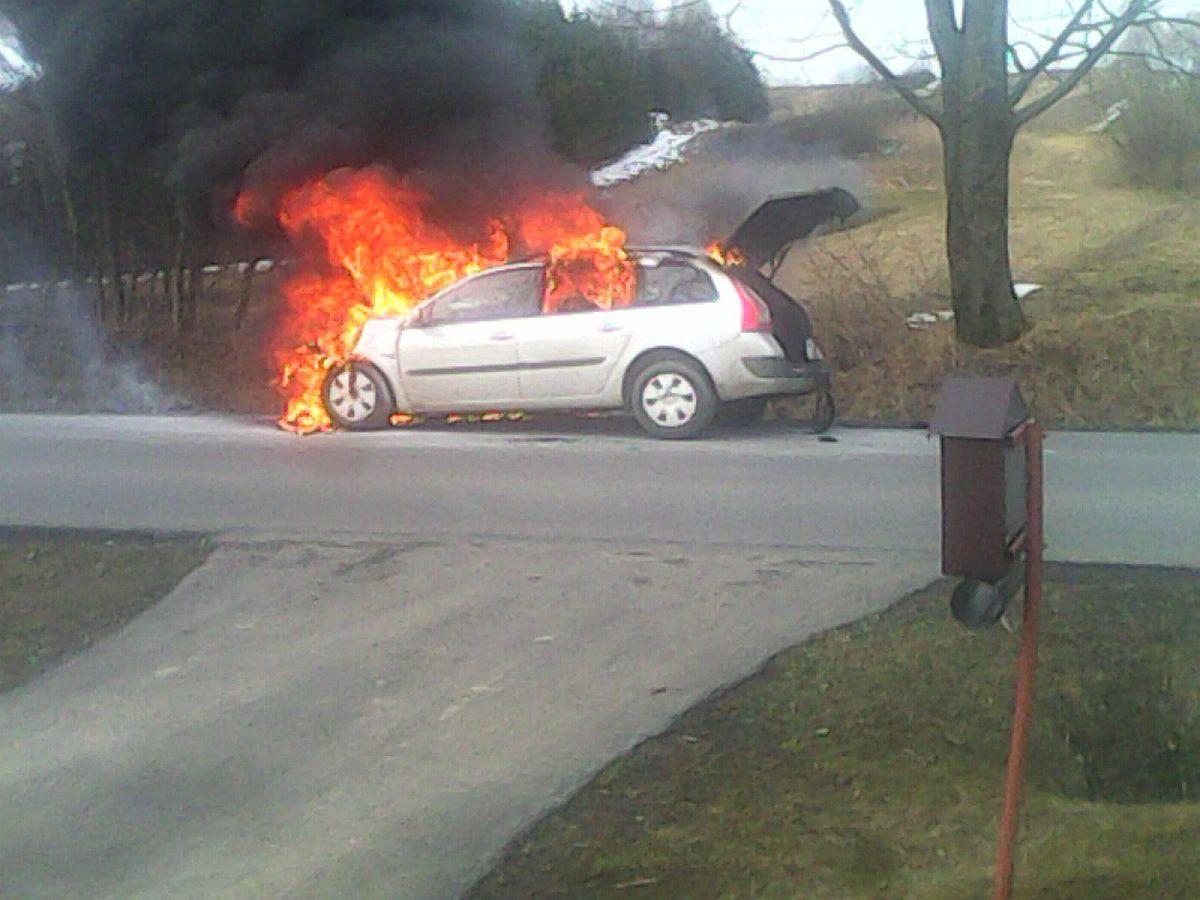samochod ogien