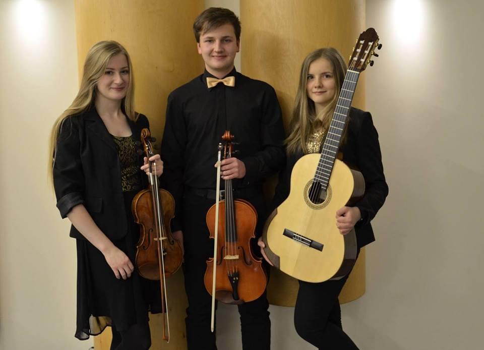 String Trio. Na zdjęciu od lewej: Zuzanna Dulęba, Karol Wiciński, Maria Korzeniowska, archiwum eSanok.pl