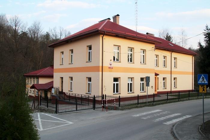 Gmina Zagórz: Szkoła w Zahutyniu