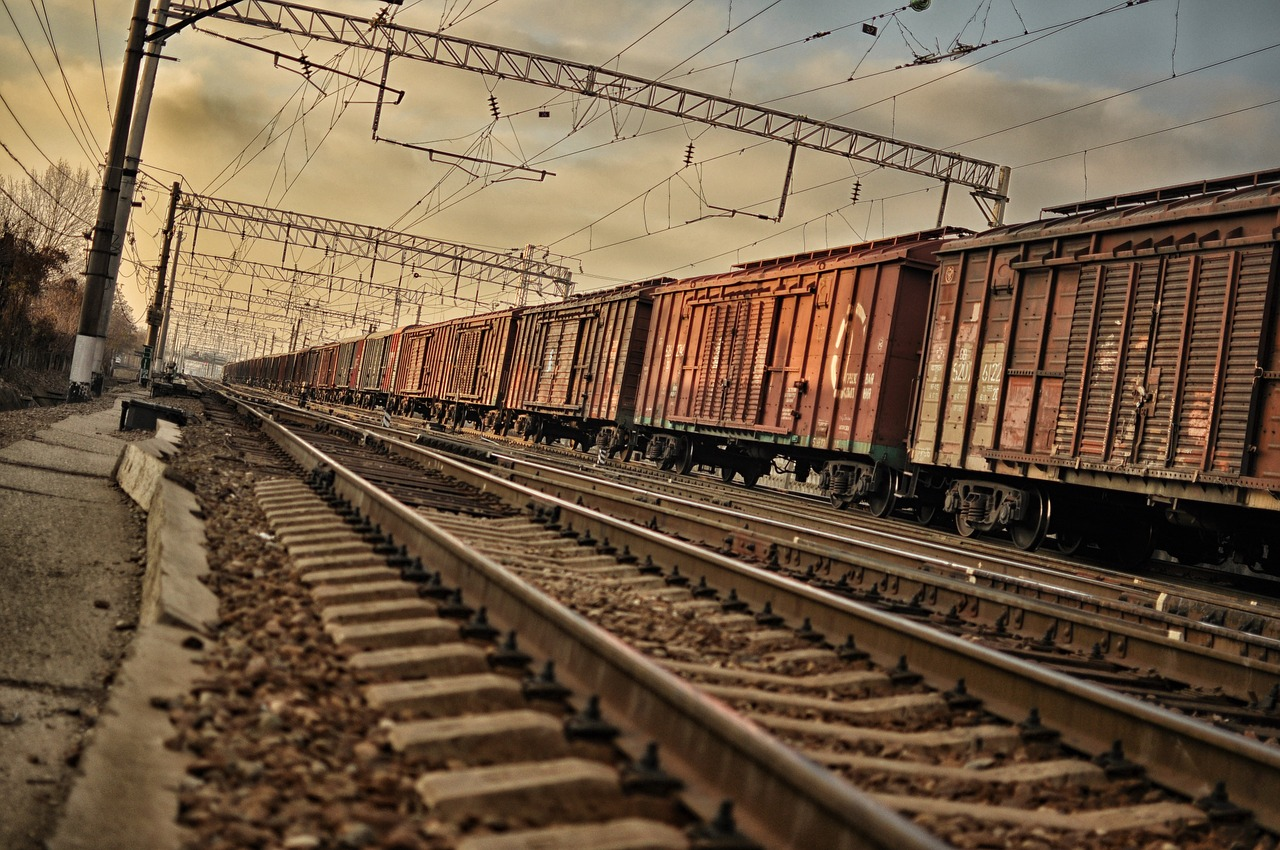train-1377987_1280