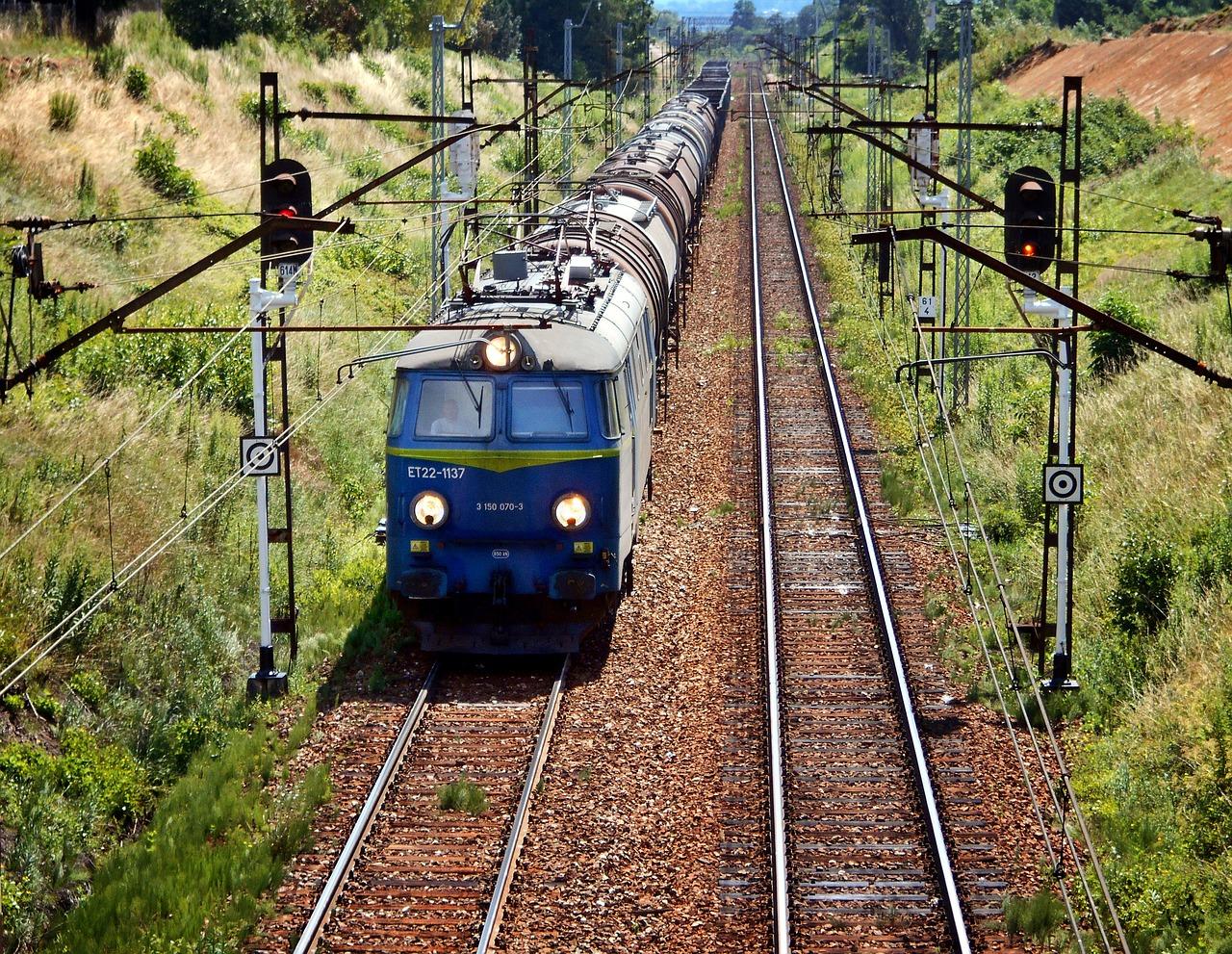train-1506645_1280