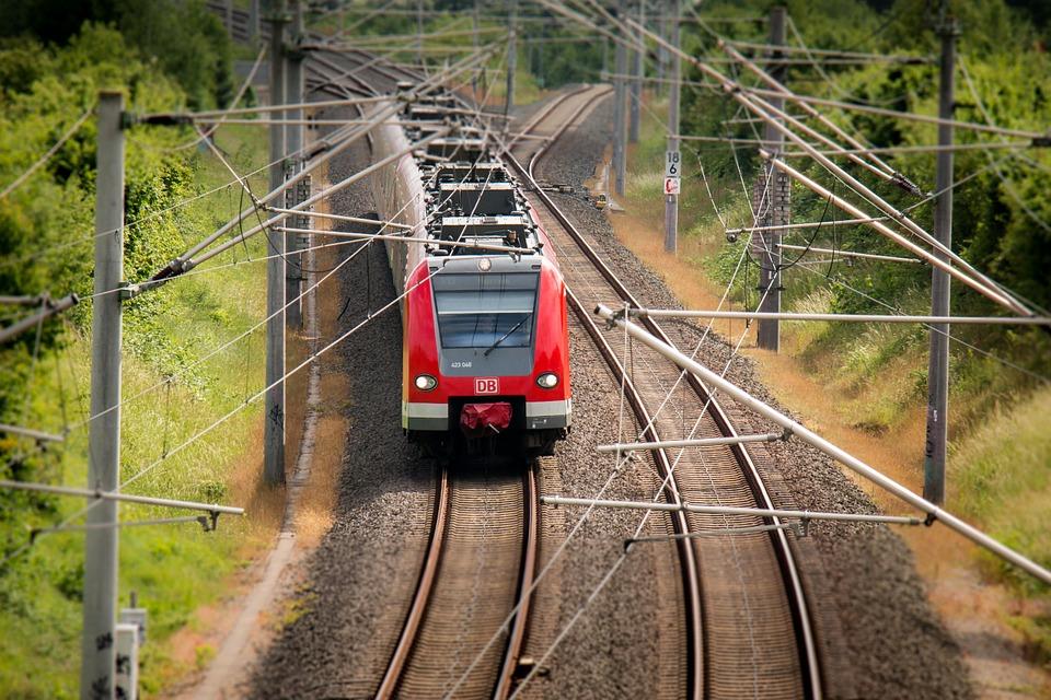 train-797072_960_720