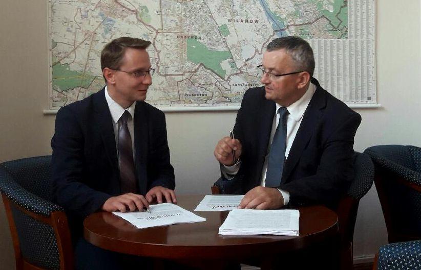 Poseł Piotr Uruski (po lewej) z ministrem infrastruktury Andrzejem Adamczykiem.