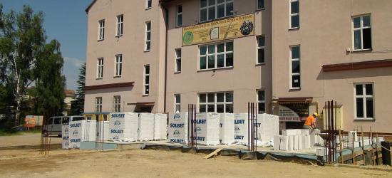 Prace przy budowie sali gimnastycznej wznowione. Nowy podwykonawca przejął plac budowy