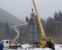 Rozbiórka kontrowersyjnego pomnika generała Świerczewskiego. Prace potrwają kilka dni (ZDJĘCIA)