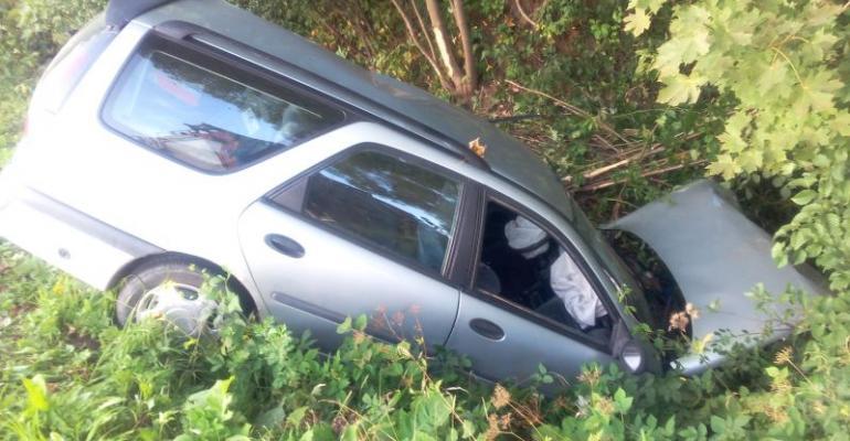 KALNICA: Samochód w rowie. Kierowca miał 3 promile alkoholu (FOTO)