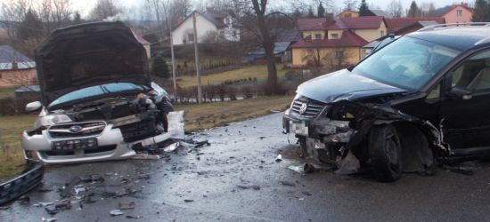 Wypadek z udziałem trzech pojazdów. 1 osoba w szpitalu (ZDJĘCIA)