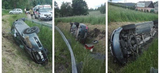 UWAGA! Samochód wpadł do rowu, dwie osoby poszkodowane! (FOTO)