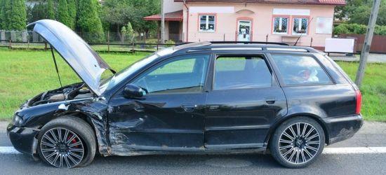 Ford zderzył się z audi. Jedna osoba w szpitalu