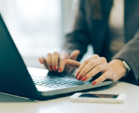 Korzystasz z usług finansowych przez internet? Uważaj na oszustów!