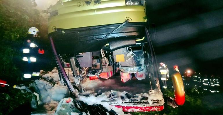 AKTUALIZACJA: Tragiczny wypadek na trasie Sanok-Przemyśl. Nie żyją 3 osoby (FOTO)