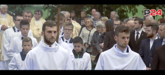 Parlamentarzyści i władze województwa w Strachocinie. Msza pod przewodnictwem abp Dzięgi (FILM)