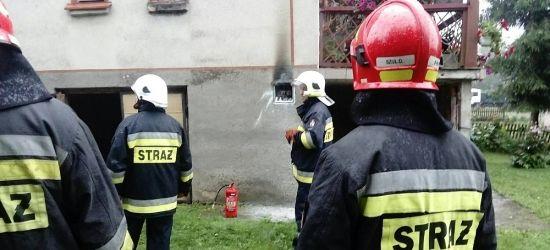 ZAŁUŻ: Zwarcie instalacji elektrycznej. Było niebezpiecznie. Czujni domownicy (ZDJĘCIA)