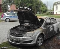 BRZOZÓW24.PL: Wysiadając z pojazdu zauważyła ogień. Opel spłonął doszczętnie (ZDJĘCIA)