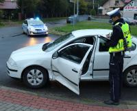 KRONIKA POLICYJNA: SMS z groźbami, pięścią prosto w jej nos i jazda bez uprawnień