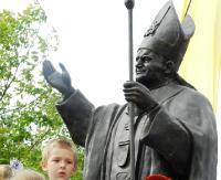 """Wielkiemu Rybakowi serc ludzkich. 10 lat """"Papieskiej Barki"""""""