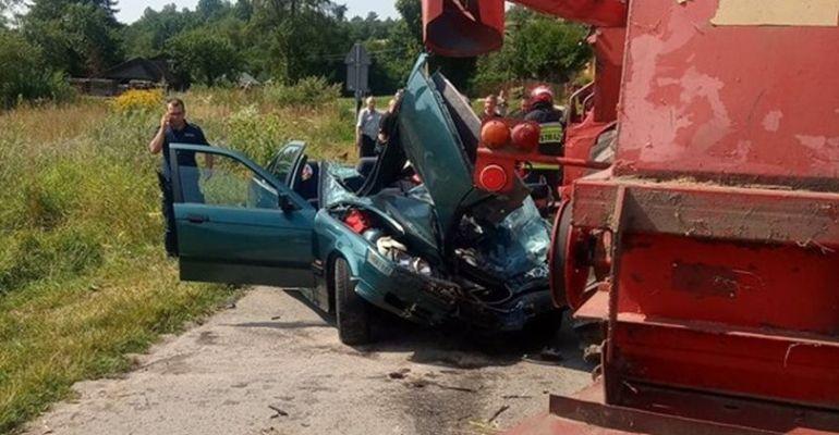 Zderzenie BMW z kombajnem. Interweniował sanocki LPR (FOTO)