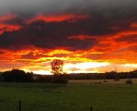 tvBIESZCZADY.PL: Nowe zdjęcia pięknego zachodu słońca nad ziemią sanocką (ZDJĘCIA)