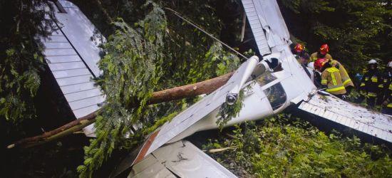 Wypadek awionetki w powiecie leskim. Trzy osoby ranne (ZDJĘCIA)
