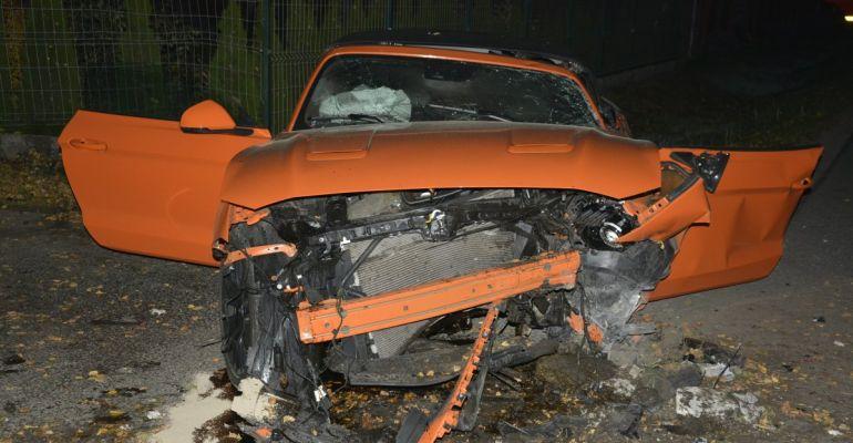 REGION: Wjechał w betonowy przepust. Kierowca i pasażer w szpitalu (ZDJĘCIA)