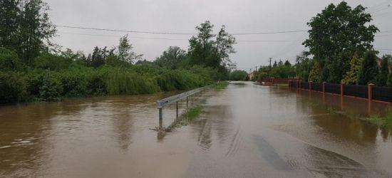 UWAGA: Burze, intensywne opady. Rzeki przekroczą stany ostrzegawcze (ZDJĘCIA)
