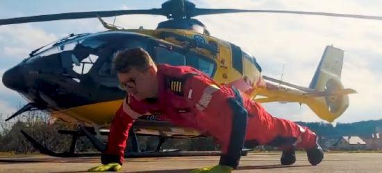 #hot16challenge2 przybiera różne formy. Pompki ratowników i strażaków (VIDEO)