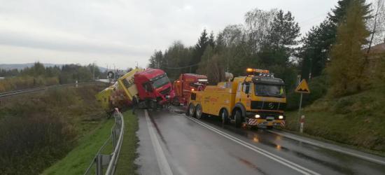 UWAGA: Zderzenie dwóch samochodów pod górą niebylecką. Kierowca przewieziony do szpitala (ZDJĘCIA)