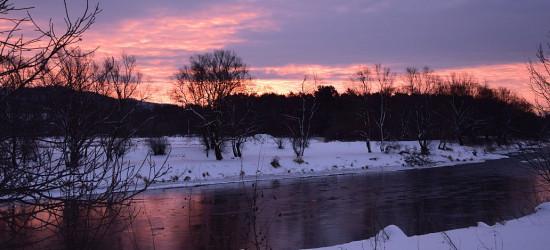 Piękny krwawy wschód słońca. Co to oznacza? (NOWE ZDJĘCIA)