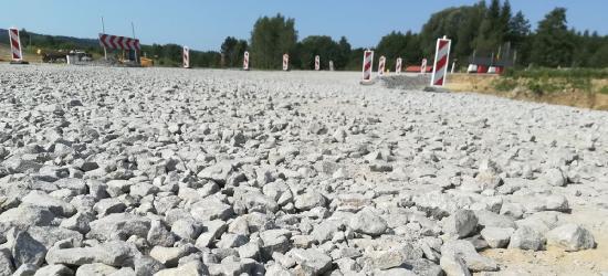 """INTERWENCJA: """"Dziurawe opony i kłopot z dojazdem do domów."""" Mieszkańcy skarżą się na objazd na Konopnickiej (FOTO)"""