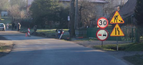 TARNAWA GÓRNA: 180 metrów chodnika przy drodze powiatowej. Niby niewiele, ale zawsze bezpieczniej (ZDJĘCIA)