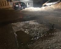 INTERWENCJA: Dziury na Konarskiego. Samochód odjechał na lawecie (ZDJĘCIA)