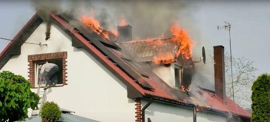 Pożar fotowoltaiki na dachu budynku mieszkalnego (zobacz VIDEO)