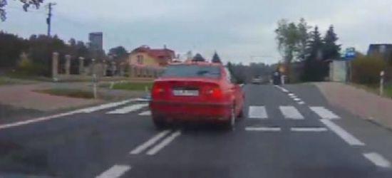Skandaliczne zachowanie kierowcy. Wyprzedał na przejściu dla pieszych! (VIDEO)