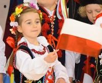 Najmłodsi dali lekcję patriotyzmu. Przedszkolaki z Biało – Czerwoną tym razem w sanockiej Arenie (FILM, ZDJĘCIA)
