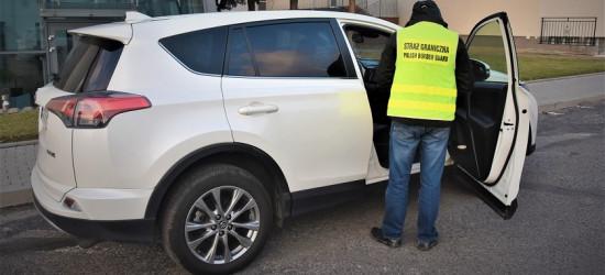 Podejrzana toyota na granicy. Pojazd figurował w międzynarodowych bazach poszukiwawczych